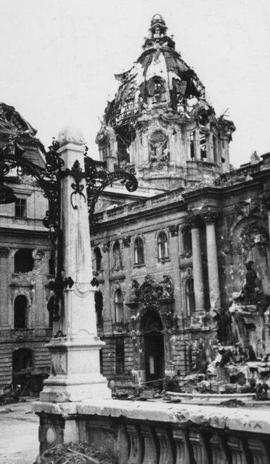 war castle budapest destruction