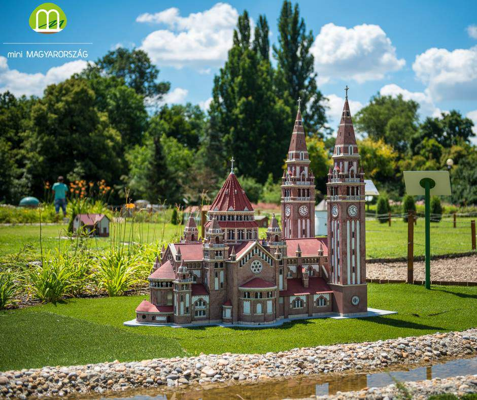 Szeged dóm The Cathedral and Votive Church of Our Lady of Hungary miniature mini maquette Szarvas