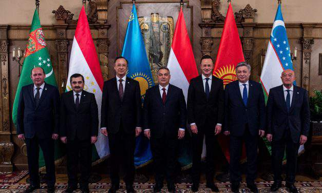 Hungarian foreign minister meets Central Asian counterparts