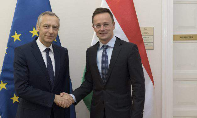 Foreign minister discusses protection of Christian communities with EU special envoy