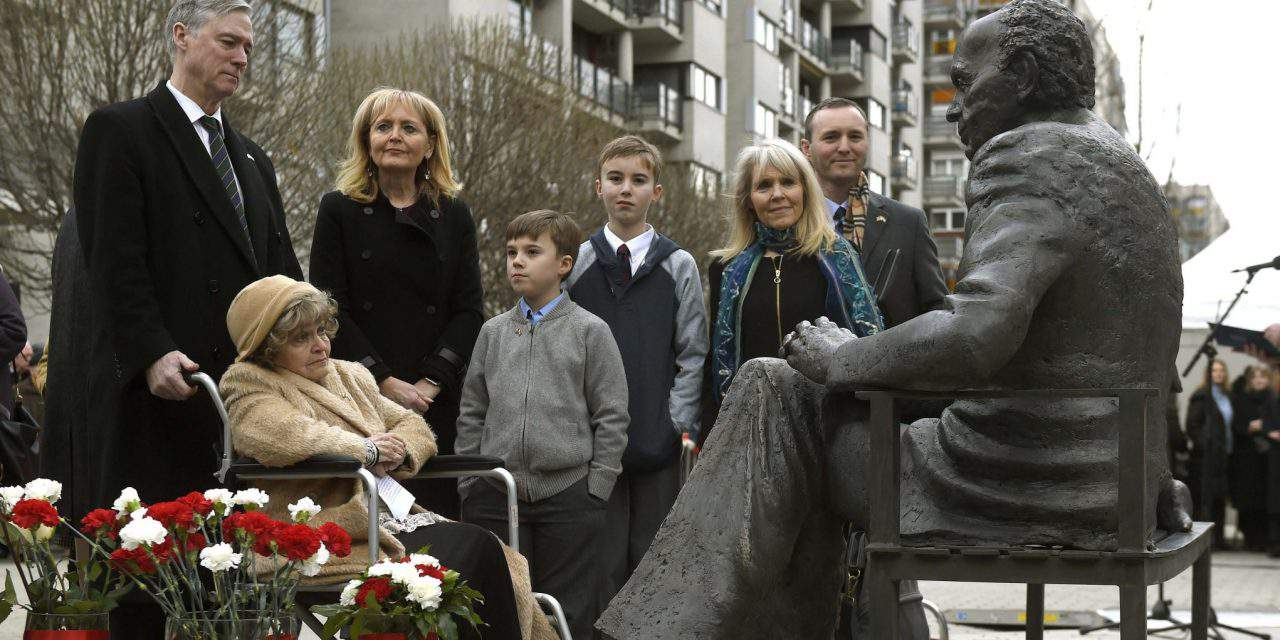 Former US Congressman Tom Lantos' statue unveiled in home town Budapest