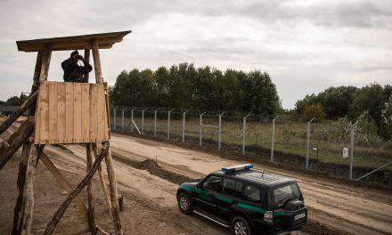 Hungarian FM in talks with Austrian officials on moves to tighten border controls