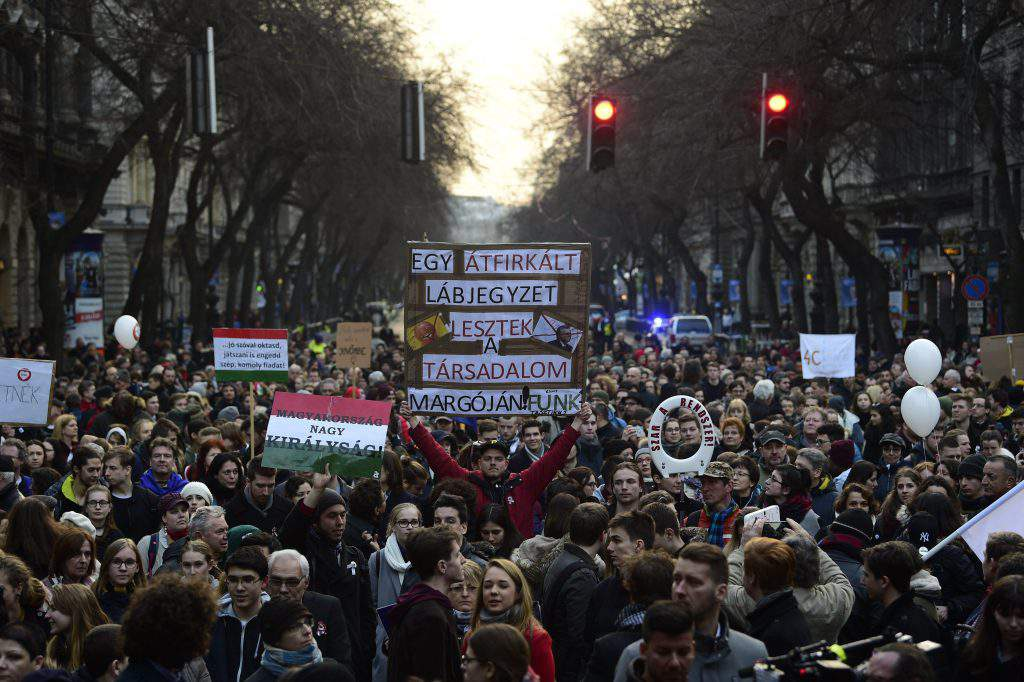 A huge students demonstration for the better education - PHOTOS from Budapest