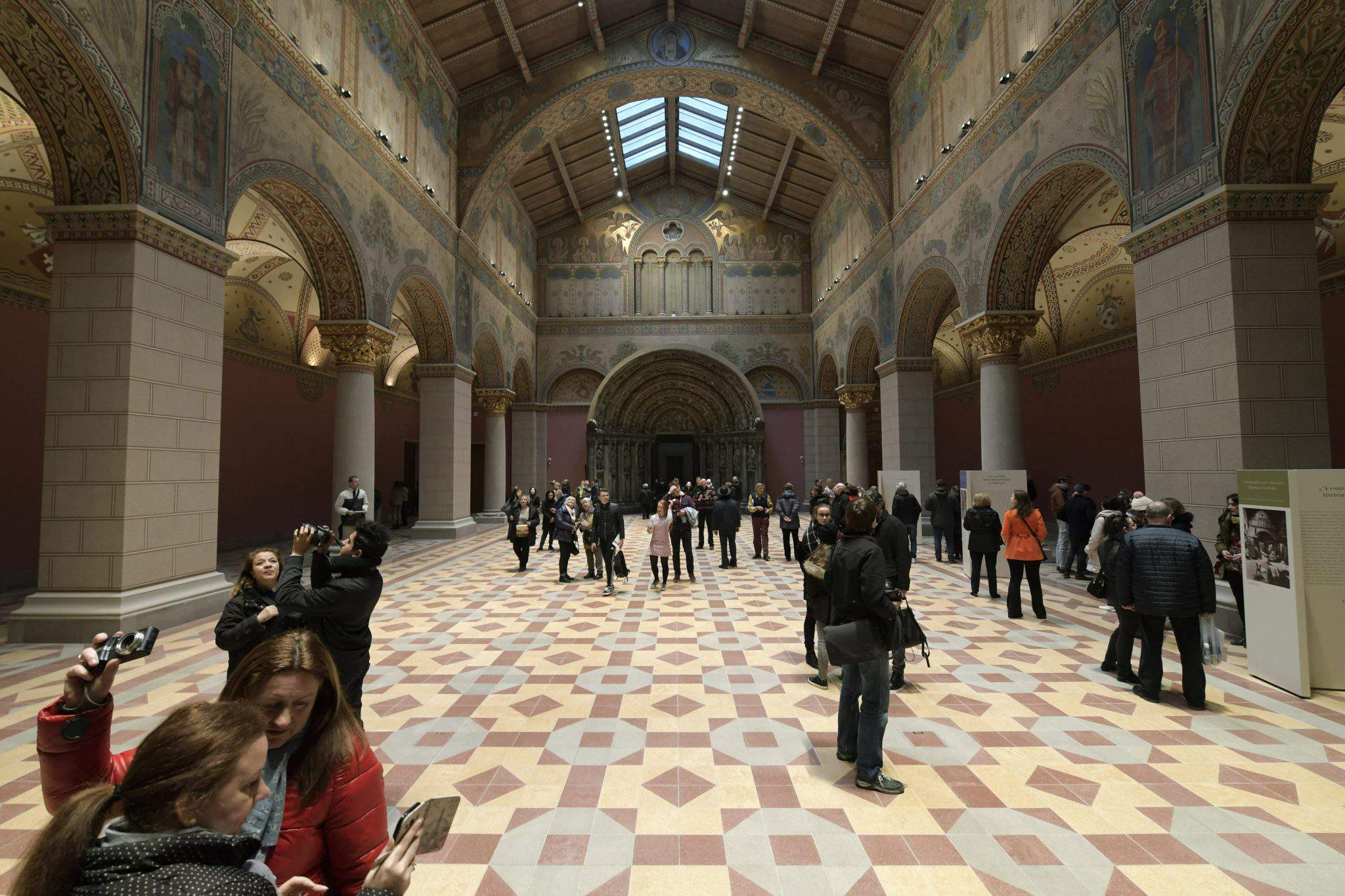 Romanesque Hall, Budapest