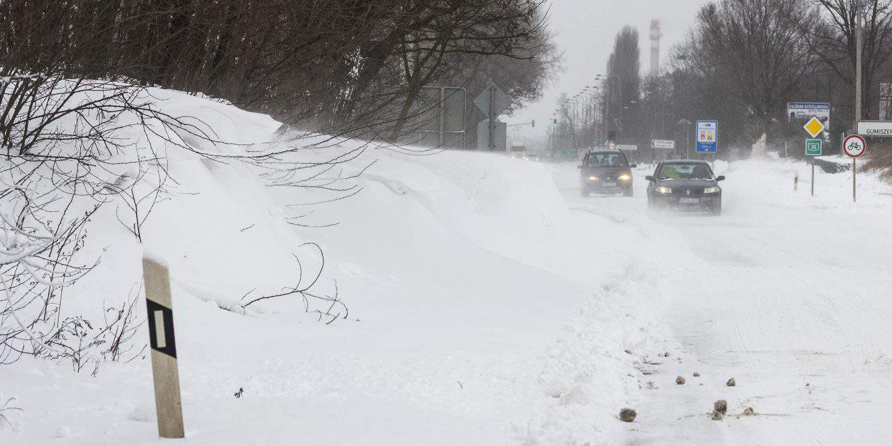 Heavy snow causes power cuts in Hungary