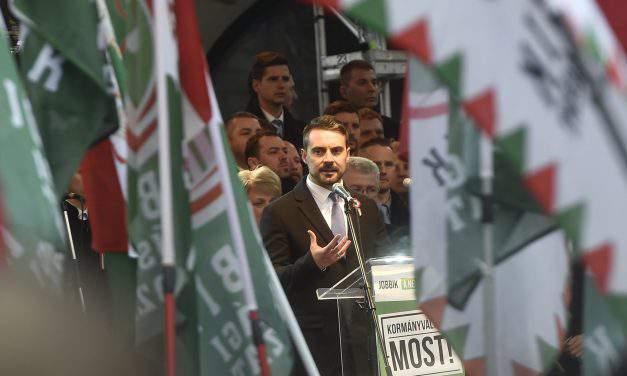 Vona calls on Jobbik faithful to raise flag of freedom