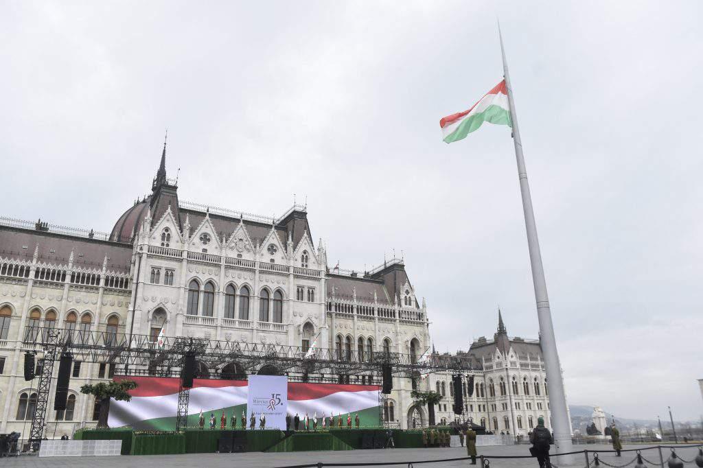 áder jános parliament revolution march 15 flag