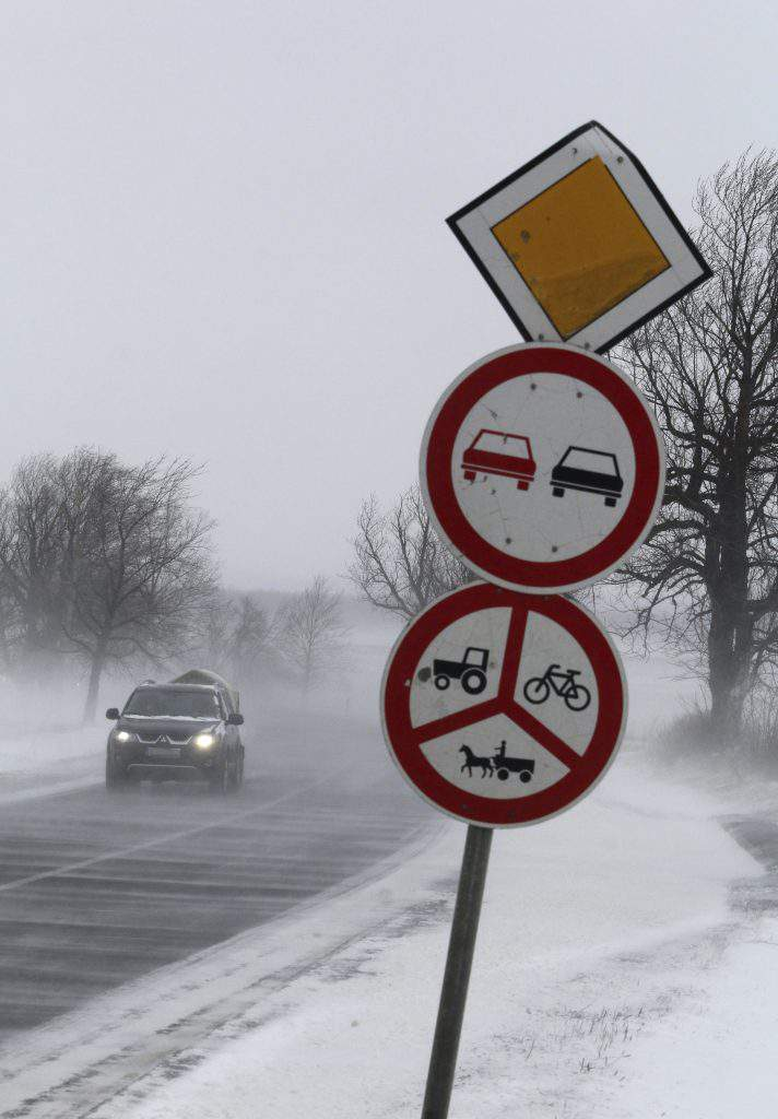Heavy snow causes power cuts in E Hungary