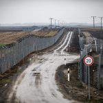 Vast majority of Hungarians support border fence – Survey