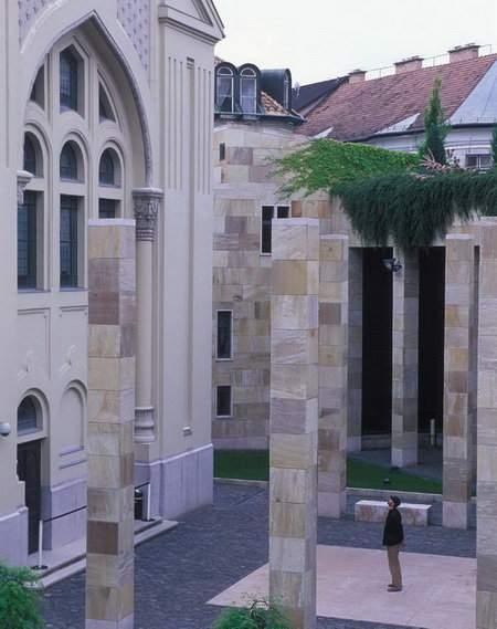 Holokauszt Emlékközpont Holocaust Memorial Center