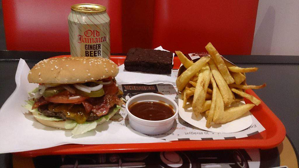Black Cab Burger Budapest restaurant