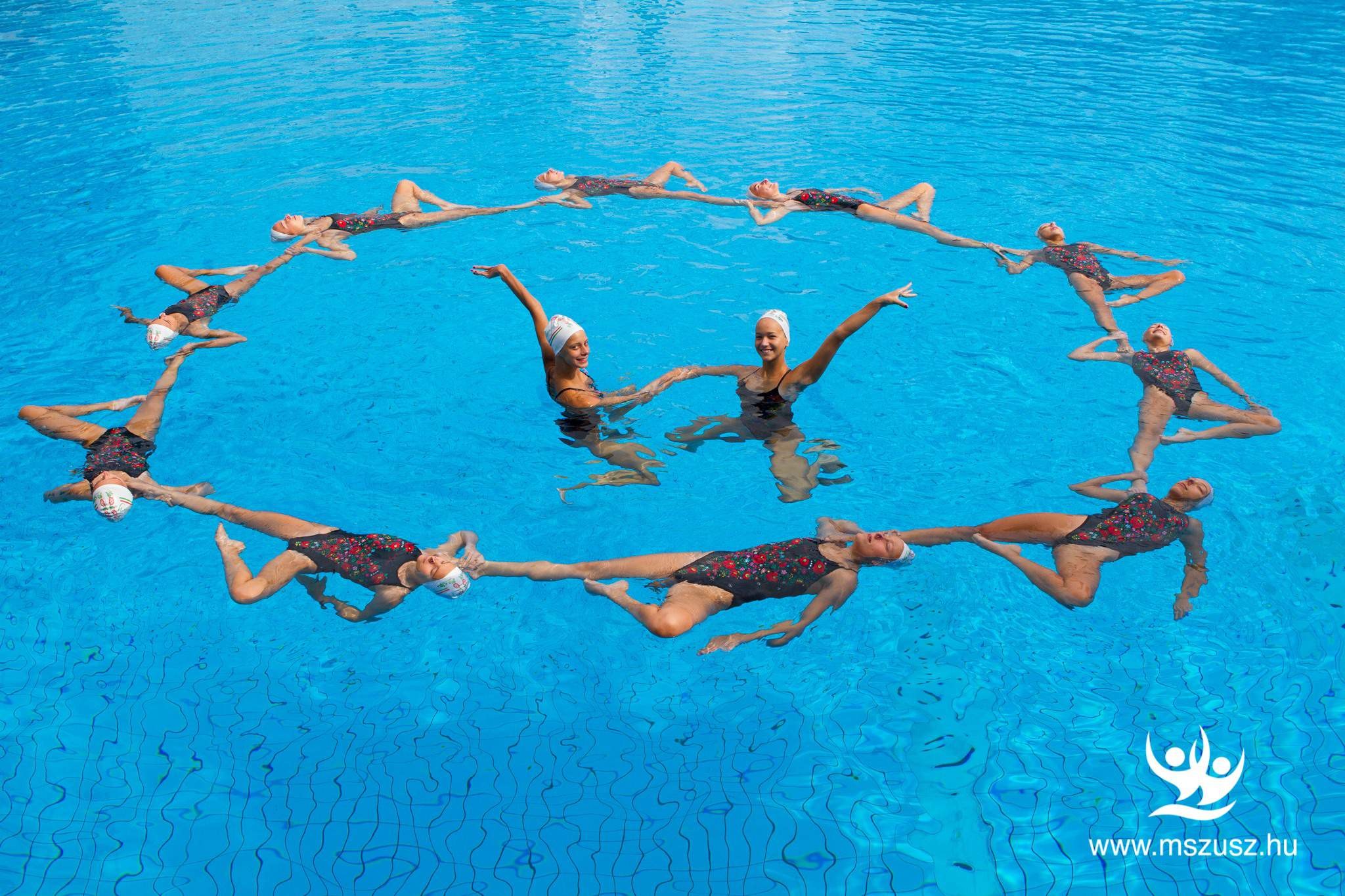 synchronised artistic swimming