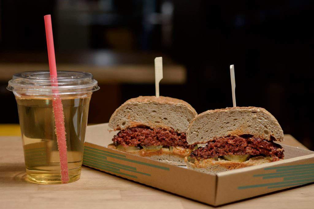Vágódeszka restaurant hamburger