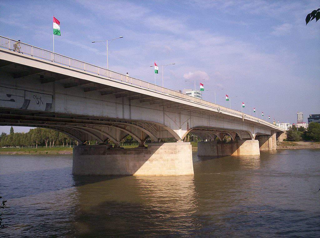 Árpád bridge híd