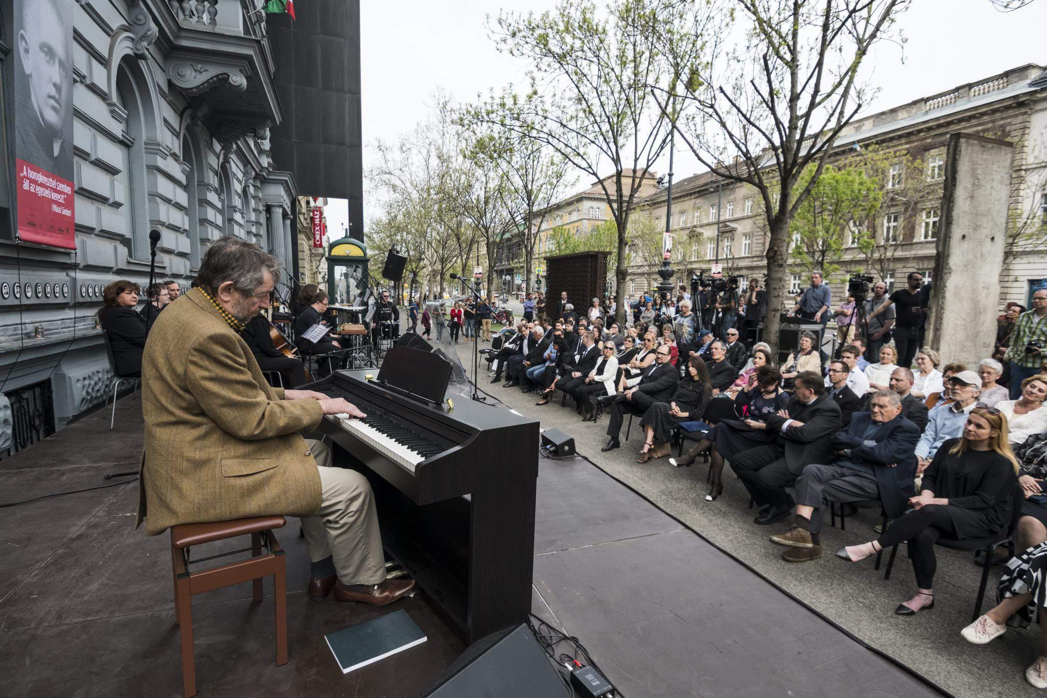 Holocaust Memorial Day Hungary