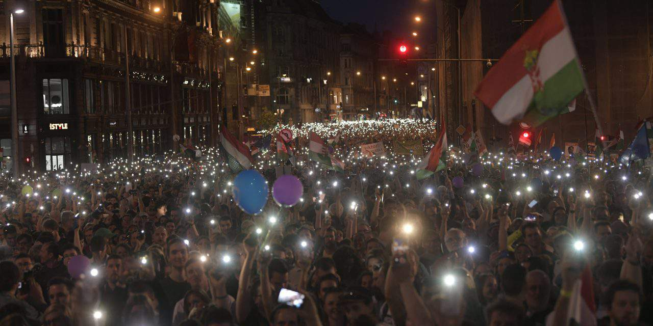 Demonstrators protest for democracy in Budapest – UPDATE – PHOTOS, VIDEO