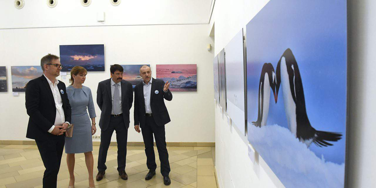 Hungarian President Áder opens photo exhibition 'Our melting future'