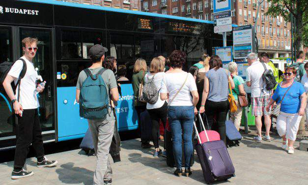 "Untenable conditions on 100E airport buses – ""It is unworthy of a European capital like Budapest"""