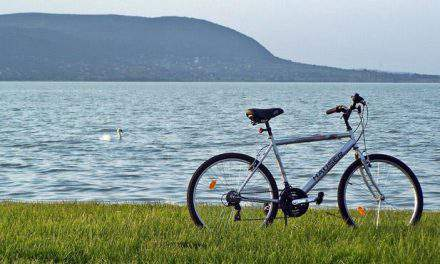 The best travel guide to a unique Lake Balaton round trip on two wheels