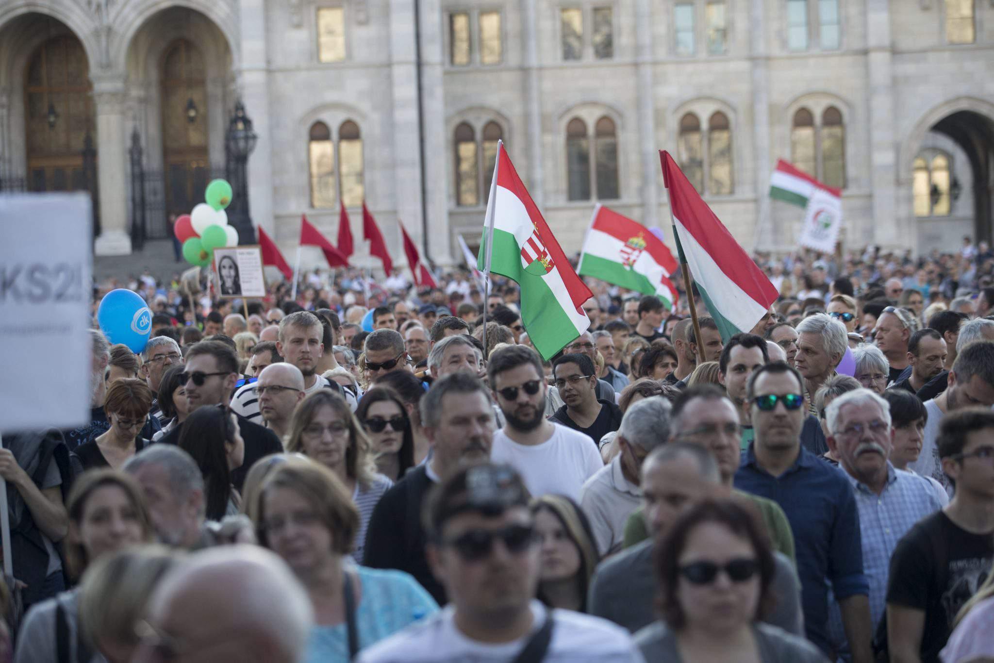 Demonstrators protest for democracy in Budapest, photo: Balázs Béli