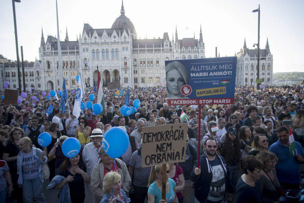 Demonstrators protest for democracy in Budapest, photo: Balázs Béli