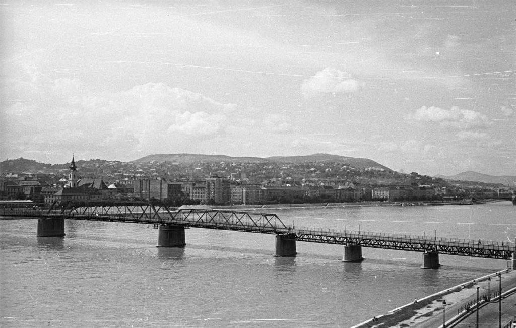 Kossuth Bridge history Budapest