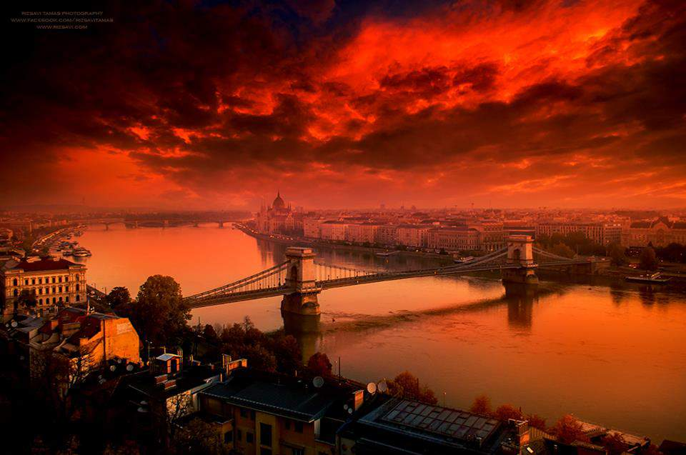Amazing show of lights in Budapest by a Hungarian photographer – PHOTO GALLERY