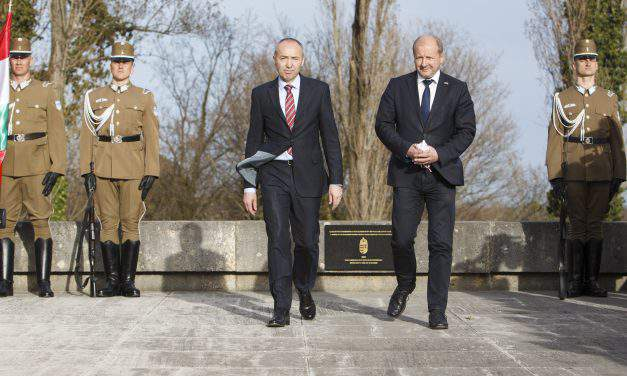Hungarian, Croatian defence ministers unveil plaque honouring WWI victims