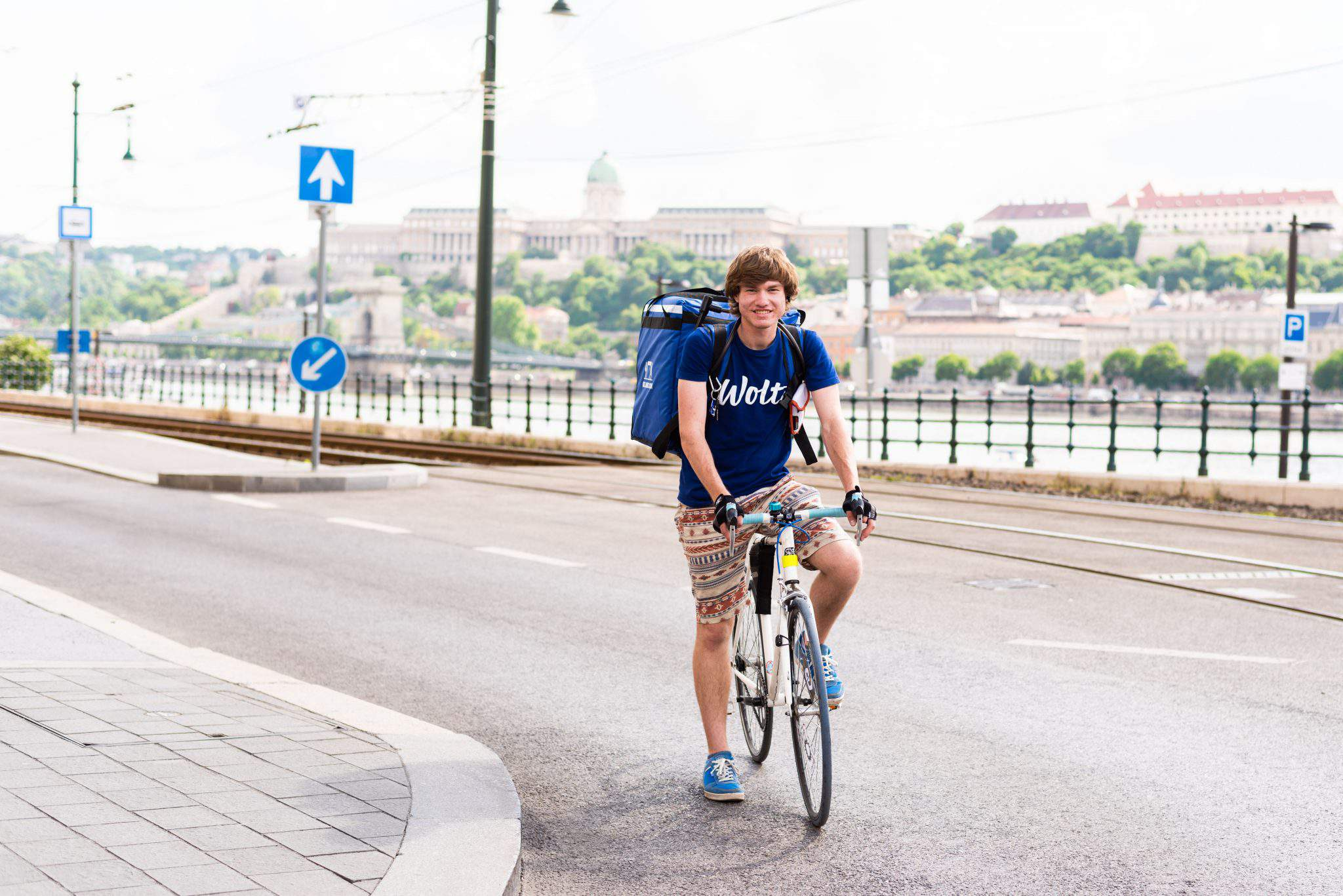 Biciklis futár Budapesten wolt food application Budapest