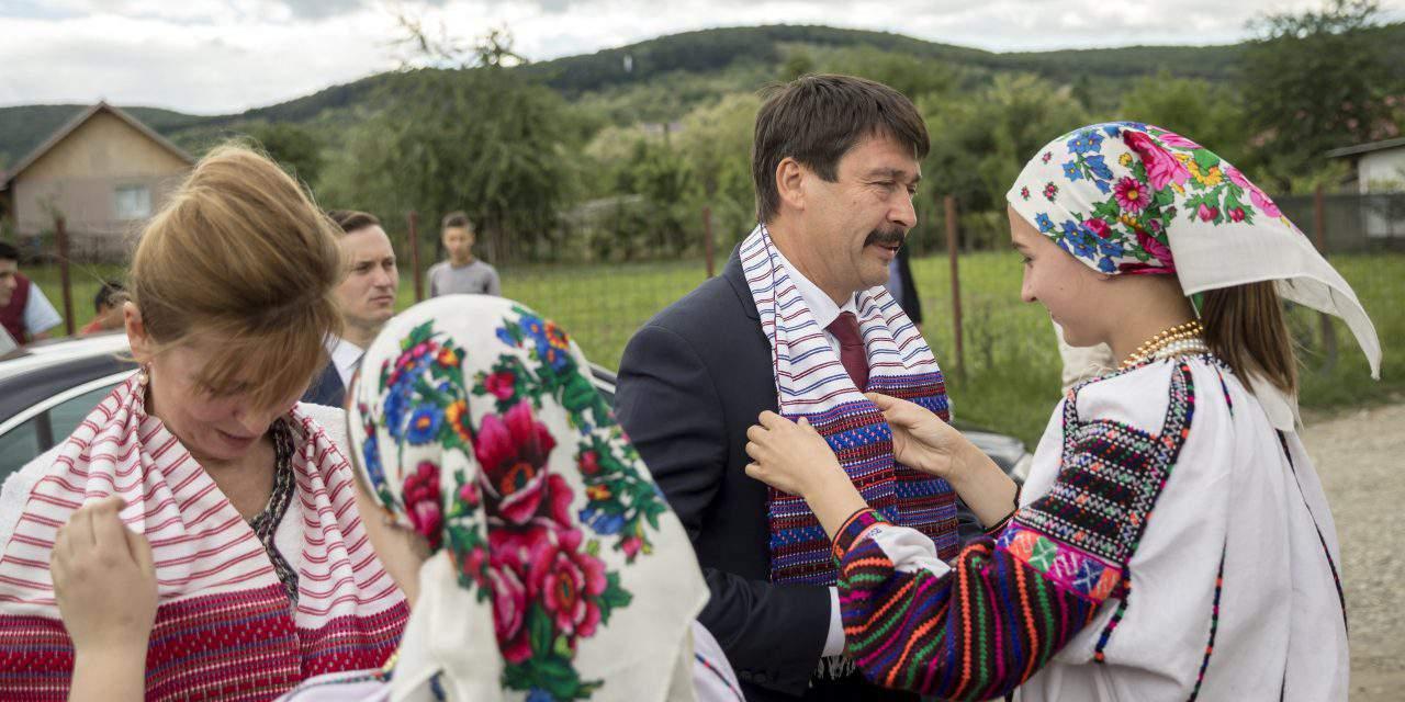 Áder first president to visit Csángó Hungarians in Romania
