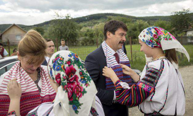 Áder first president to visit Csángó Hungarians in Romania