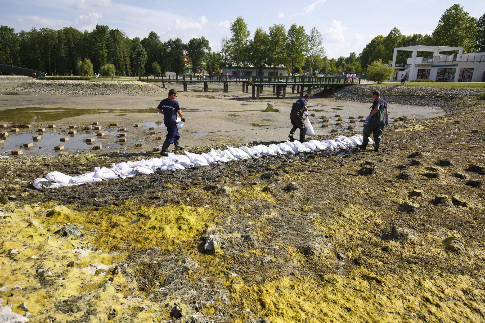 Hungarian thermal lake disappears!