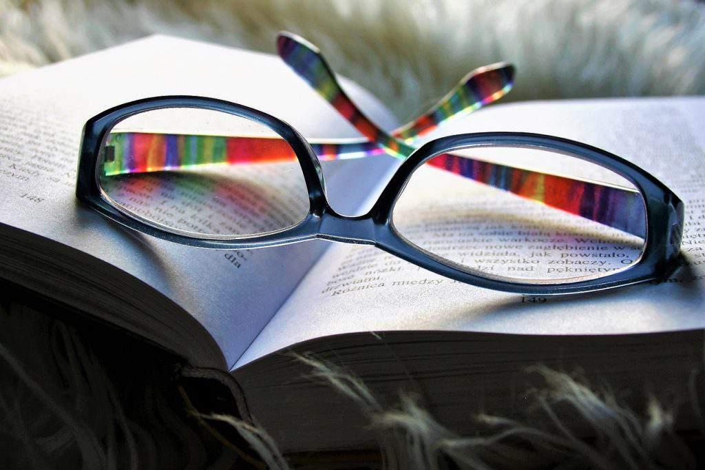 glasses szemüveg read book