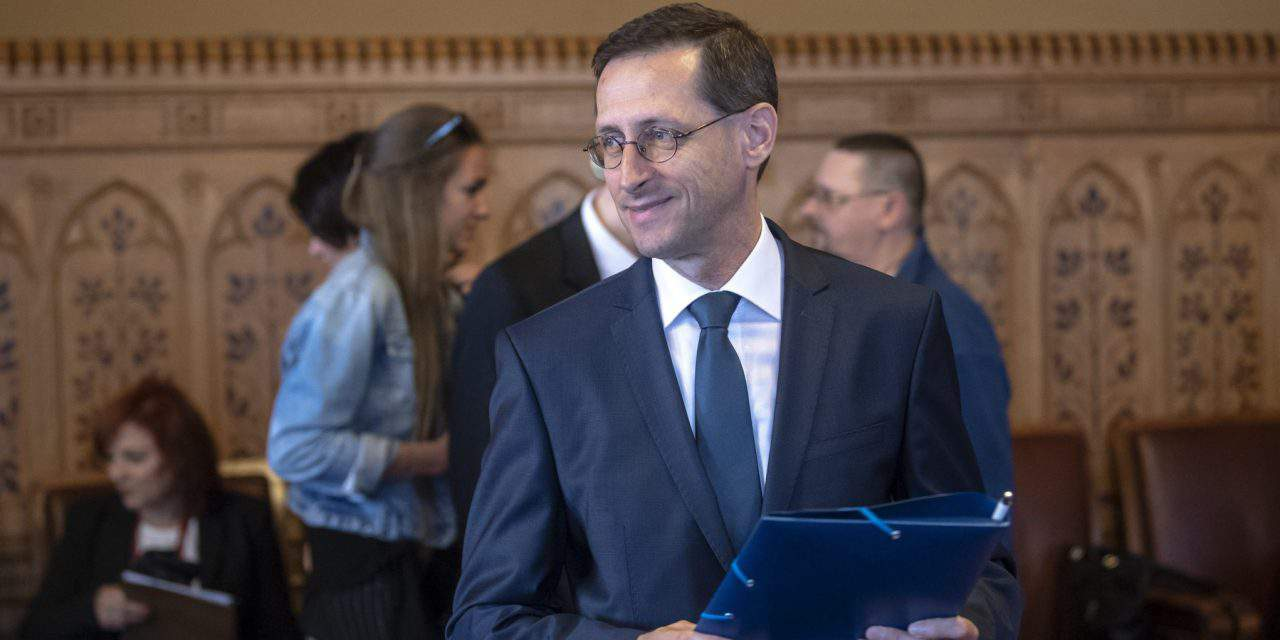 Economy minister: New government aims to reduce taxes further