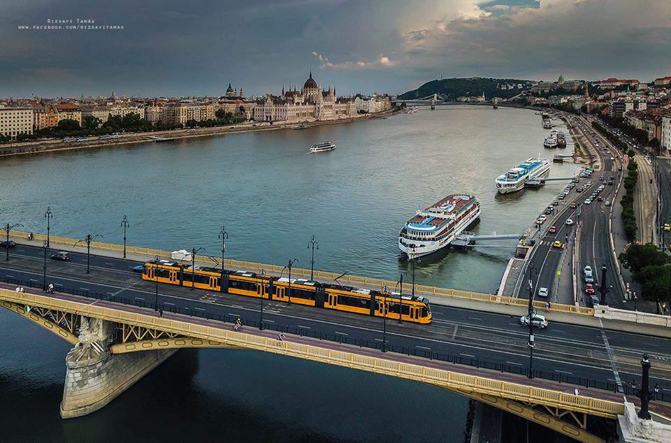 transport Budapest tram