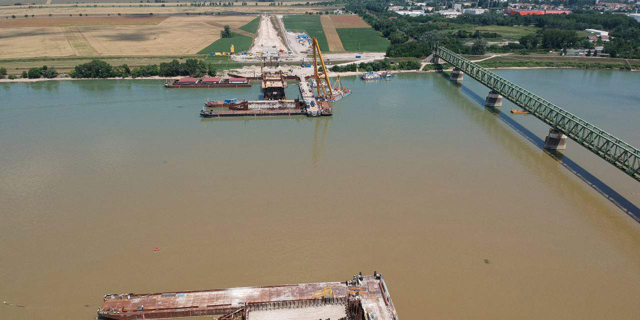 Hungarian government wants to spend EUR 12.5bn bn on road, rail developments by 2022