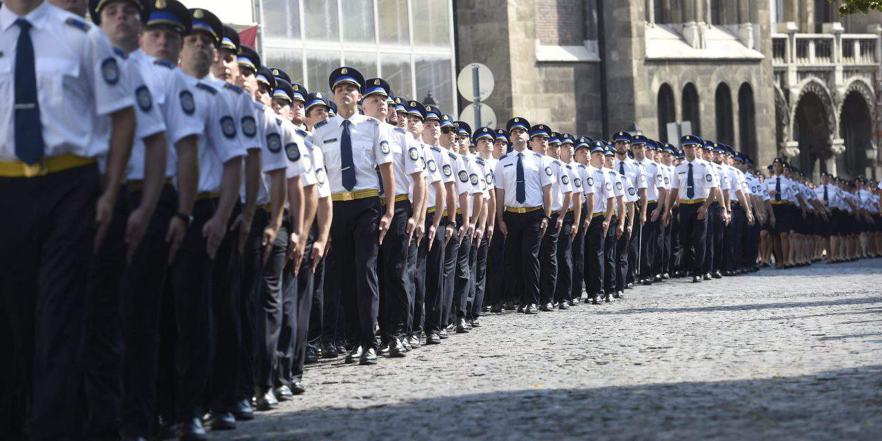 Oath-taking ceremony of police officers held in Budapest's Castle District – PHOTOS