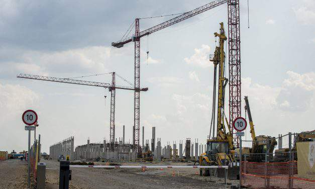 Hungary's industrial output climbs in April