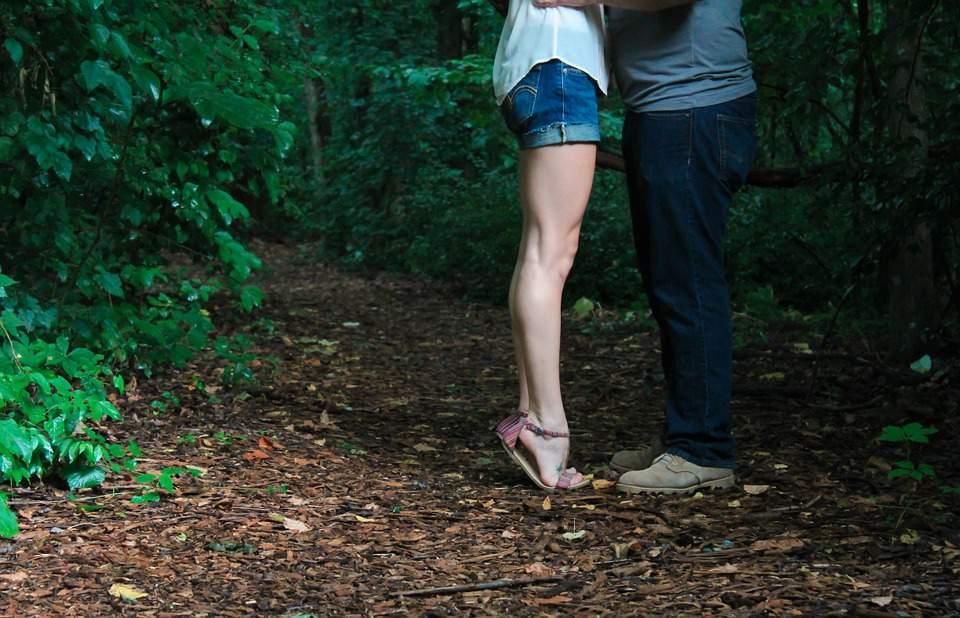 Hungarian women, kiss, couples, relationship