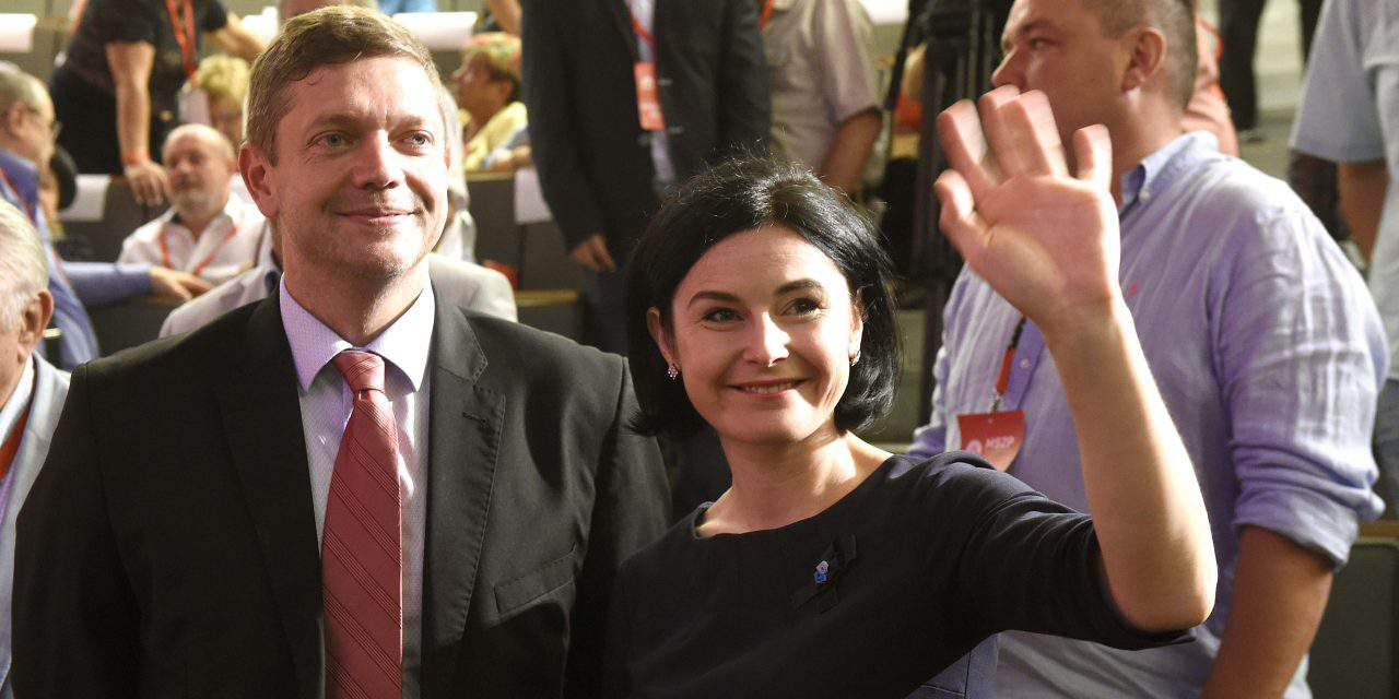Socialists elect new party leader, board members