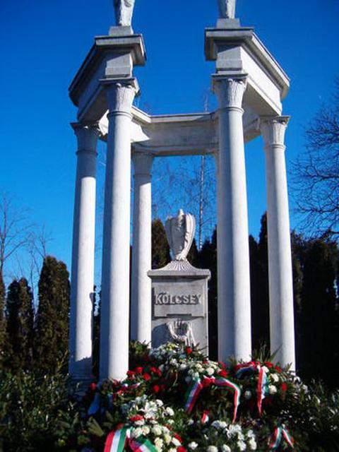 Szatmárcseke kölcsey monument