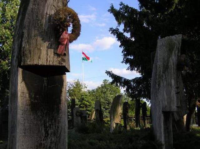 szatmarcseke cemetery wooden headstones