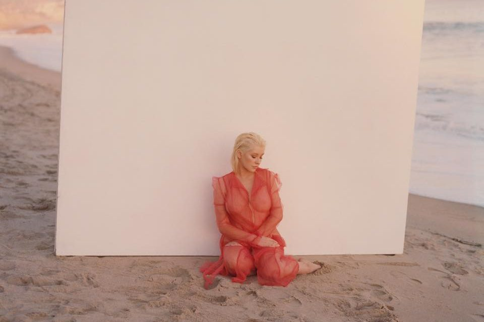 Christina Aguilera seems to adore Hungarian designer's dress
