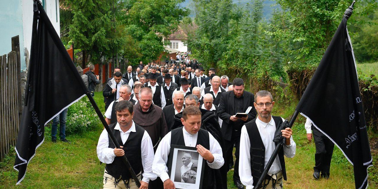 Poet Kányádi laid to rest in Szeklerland
