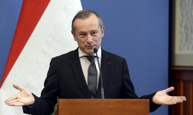 Outgoing French ambassador awarded high state honour in Hungary