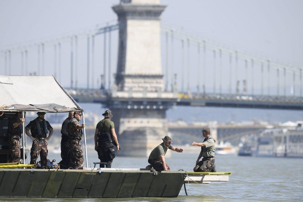 Elisabeth Bridge reopened after WW2 bomb removal