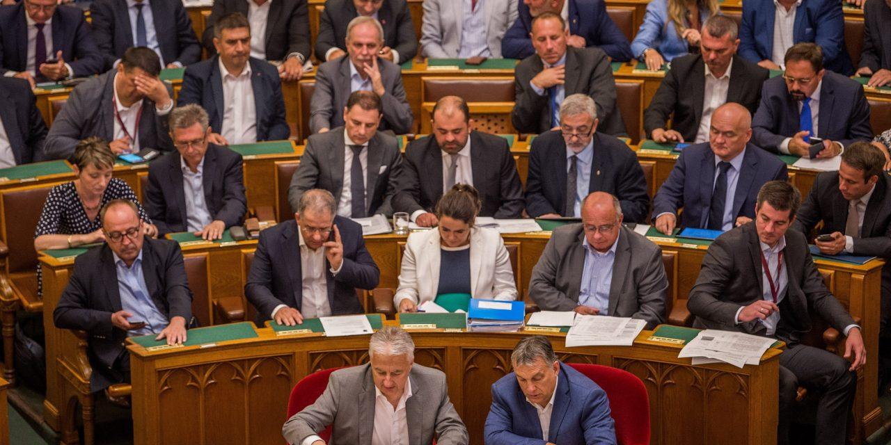 Hungarian legislators will earn three times more than the national average