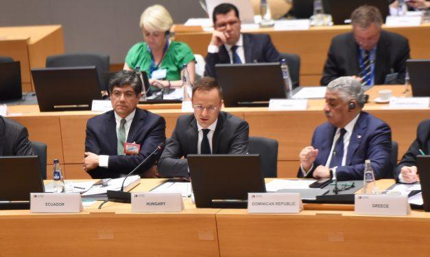 Foreign minister: UN migration package 'dangerous'