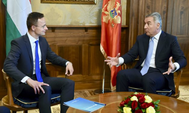 Hungarian foreign minister discusses migration, border protection with Montenegrin counterpart