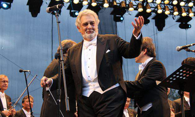 The strangest case of the day: a woman was arrested for blasting Plácido Domingo for 16 years